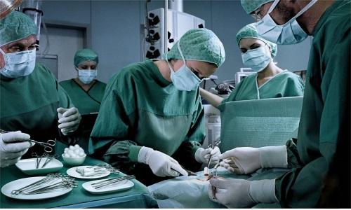 Есть два способа проведения оперативного вмешательства: открытая операция и лапароскопия