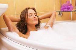 Горячие ванны для ускорения месячных