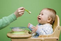 Неправильное питание кормящей матери - причина запоров у ребенка