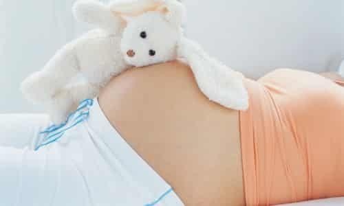 По причине изменений гормонального фона такой признак возникает после овуляции или на ранних сроках беременности