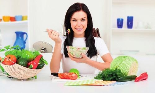 В домашних условиях правильное питание при обострении панкреатита базируется на строгой диете и дробном питании (5-6 раз в день) небольшими порциями