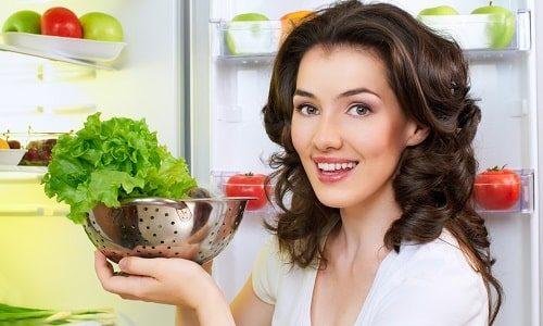 При лечении острого воспаления мочевого пузыря необходимо придерживаться диеты, с помощью которой удастся свести к минимуму раздражающее действие некоторых продуктов на слизистую оболочку органа