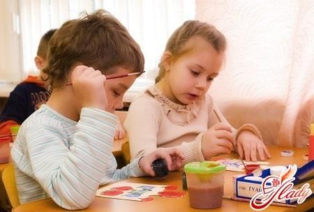 займите ребенка любым другим занятием для его отвлечения от компьютера