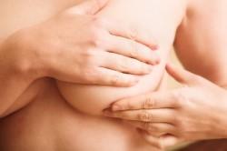 Боль в груди при комрлении