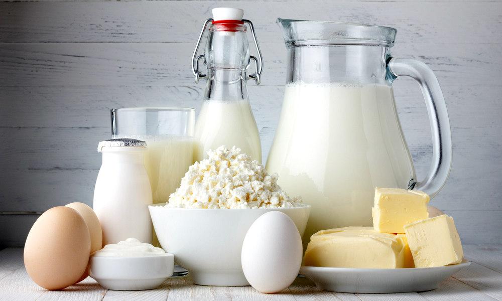 Диета при панкреатите не налагает запрет на употребление молочных продуктов. Однако необходимо контролировать жирность такой пищи