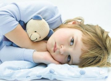 Почему у ребенка болит живот в области пупка