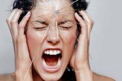Сильный стресс у женщины как причина появления черных месячных