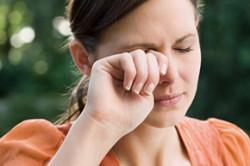 Жжение в глазах при аллергии на тушь